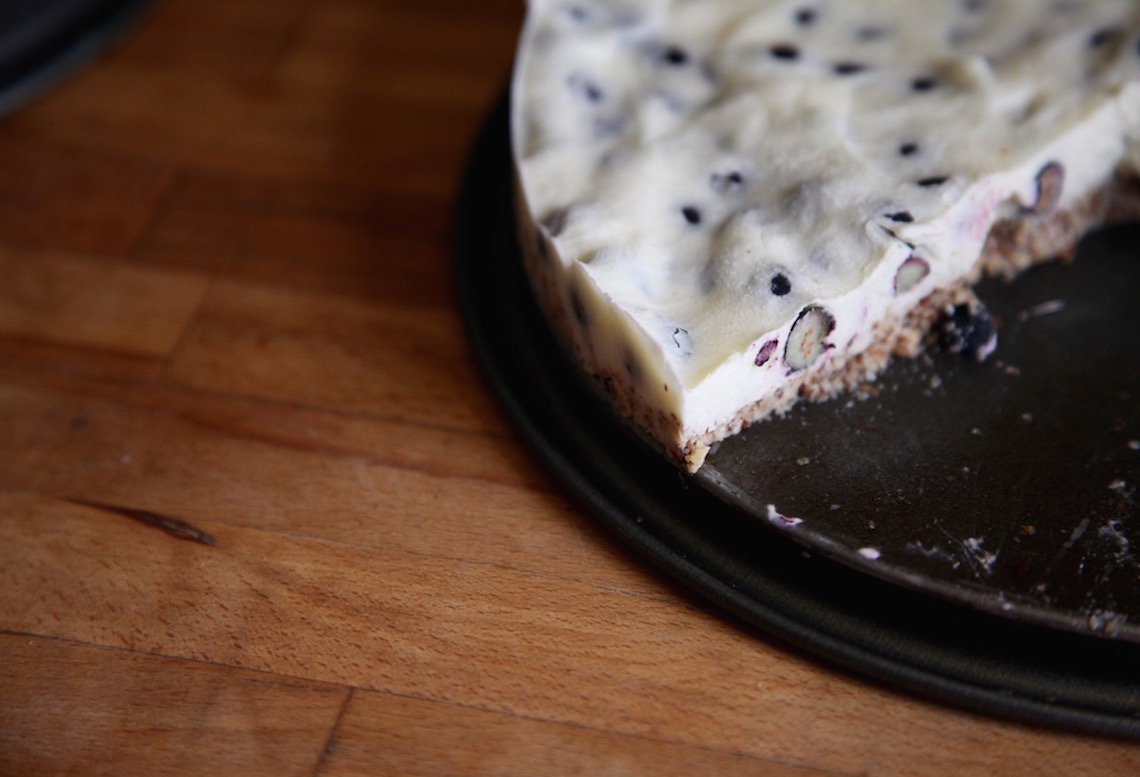 No-Bake Yogurt Blueberry Cake on Foodie Underground