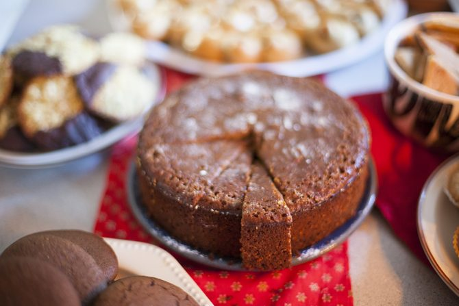 gingerbread-cake-by-anna-brones